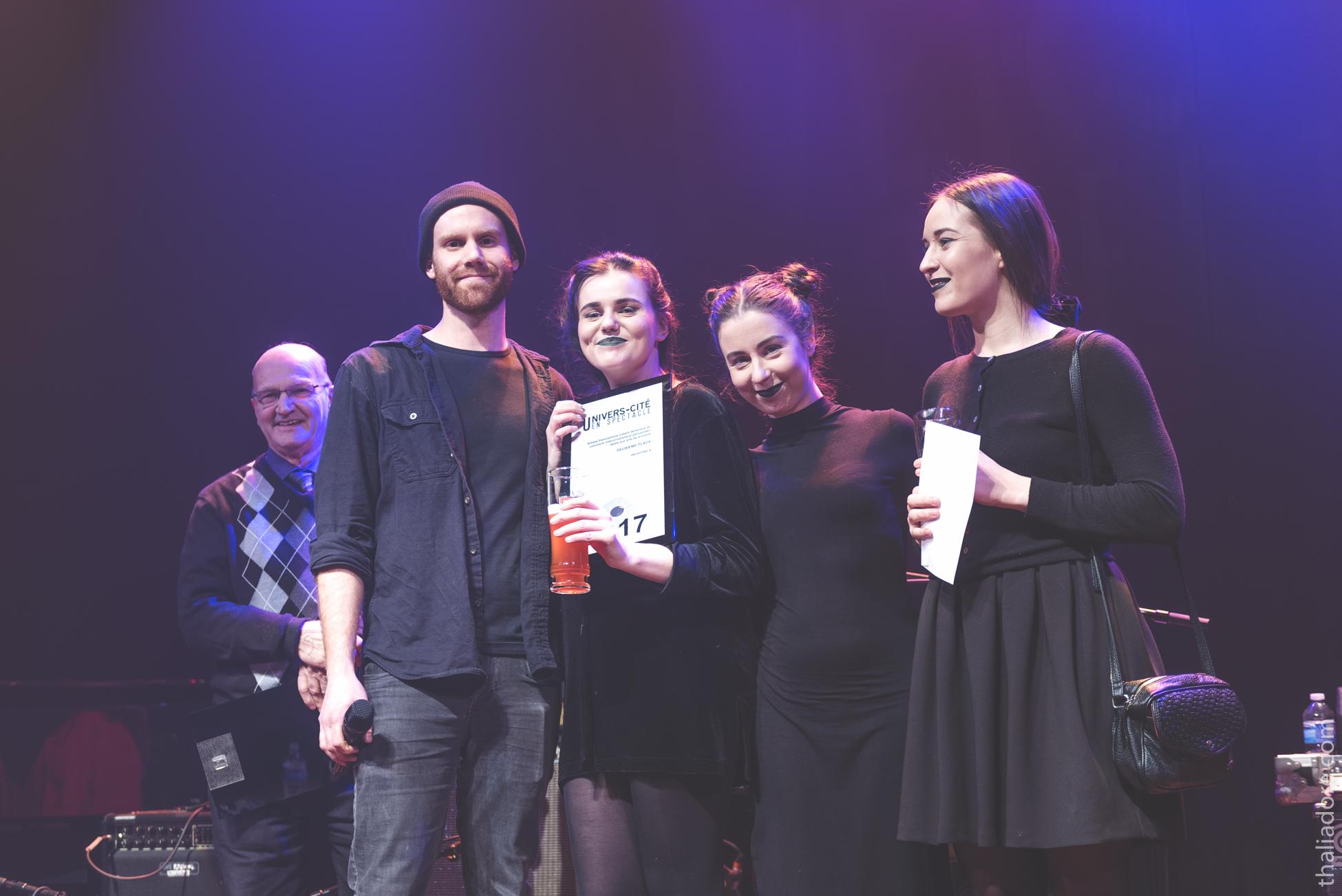 Amande (Rebecca Leclerc, Alexandrine Rodrigue et Joséphine Simard) en compagnie de Jean-Étienne Marcoux et Gérard Latulippe, membres du jury