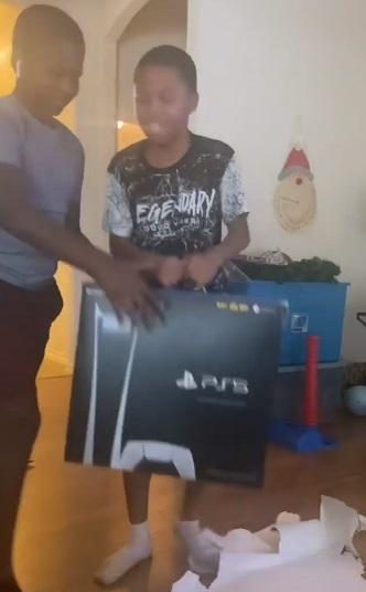 Screenshot-1720 Heartbreaking moment as two kids gets pranked with fake PS5 gift
