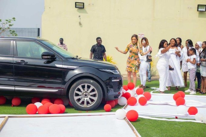 batch_Eq4O3MTXEAEBEHf-681x454-1 Nengi pens appreciation note to fans for buying her a Range Rover
