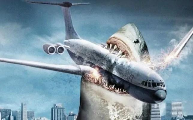 Jason Statham e l'enorme squalo nella prima foto di The Meg