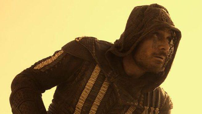 Michael Fassbender e l'intero cast di Assassin's Creed nel nuovo poster internazionale