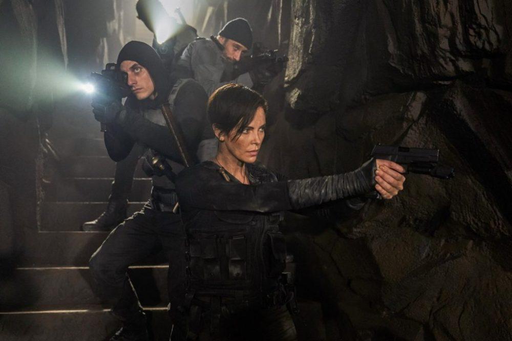 Charlize Theron nelle prime foto di The Old Guard, il film Netflix