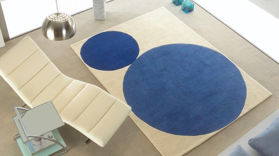 tapis laine moderne bleu et blanc cercles
