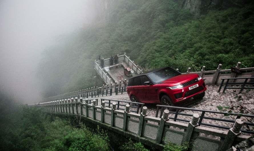 Range Rover drives up 45 degrees