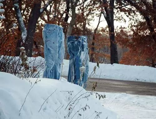 اشباح ترتدي البنطلونات للاحتماء من برودة الطقس !!!
