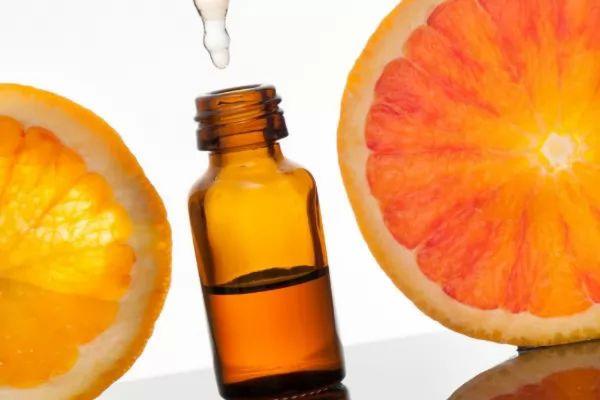 الآثار الجانبية لـزيادة فيتامين C على الجسم