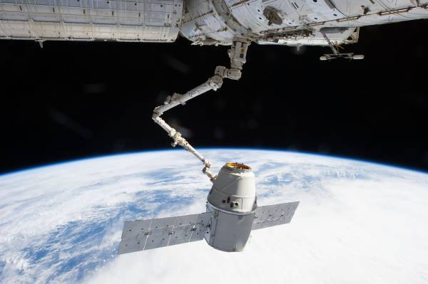 How the Air Force and SpaceX Saved Dragon from Doom