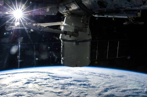 Watch Live Here - SpaceX Founder Elon Musk Unveils Manned ...