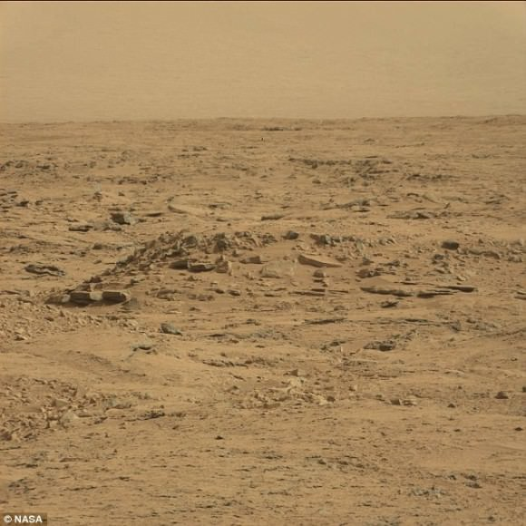 """The original Curiosity photo. The """"coffin"""" appears near the bottom, whereas the """"stonework"""" is distributed beyond it. Credit: NASA/JPL"""
