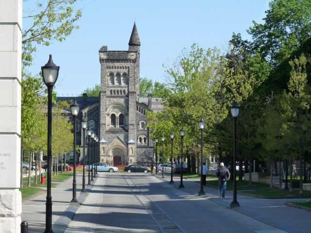 melhores-universidades-do-canada-para-estudantes-internacionais-UToronto