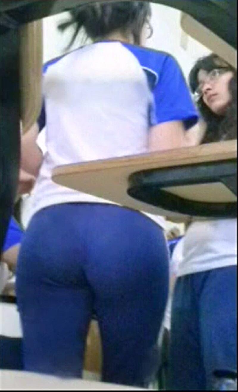 Novinha Estudante Amadora Caiu Na Net Se Masturbando Dentro da Escola-02