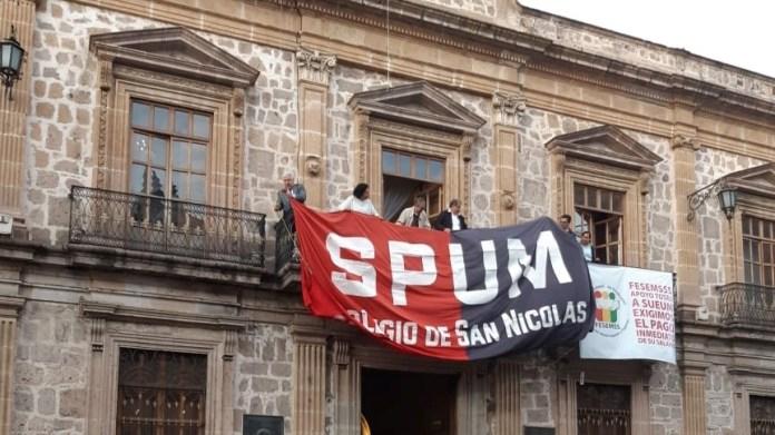 Instalación de banderas rojinegras | Huelga del SPUM