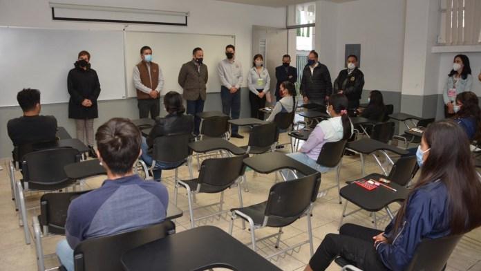 Nervios | cuatro edificios universitarios fueron habilitados para recibir a 800 jóvenes por día, a fin de llevar a cabo los exámenes de ingreso de manera presencial en las licenciaturas con mas alta demanda de ingreso en la UMSNH.