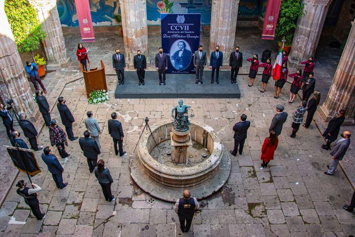 Autoridades universitarias de la UMSNH se dieron cita para rendir homenaje al héroe de la Reforma, nicolaitta perenne, Melchor Ocampo.