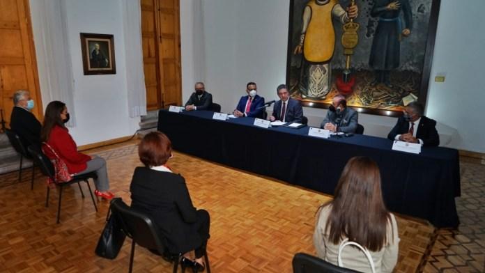 La sala de Ex Rectores del Centro cultural Universitario de la UMSNH fue la sede para la firma de convenio de colaboración entre la UMSNH y el CCPM