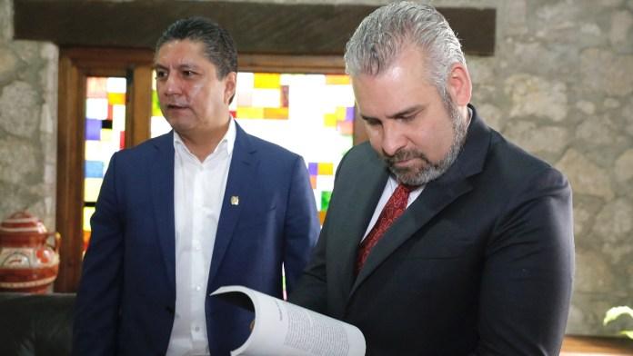 El Rector de la UMSNH, entregó al Gobernador de Michoacán, Mtro. Alfredo Ramírez Bedolla, el informe de actividades de la UMSNH 2020