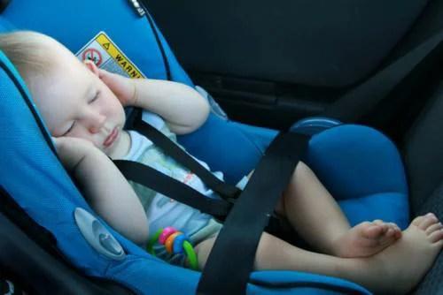 bambini dimenticati in auto