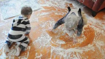 bambini sporcano casa