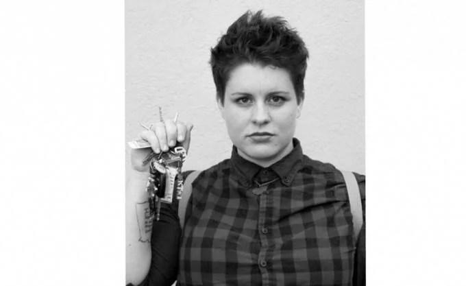 donna con chiavi