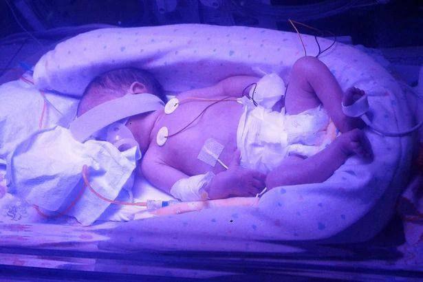 """""""Farà cose straordinarie"""" dice il papà del bimbo nato dalla mamma morta (FOTO)"""