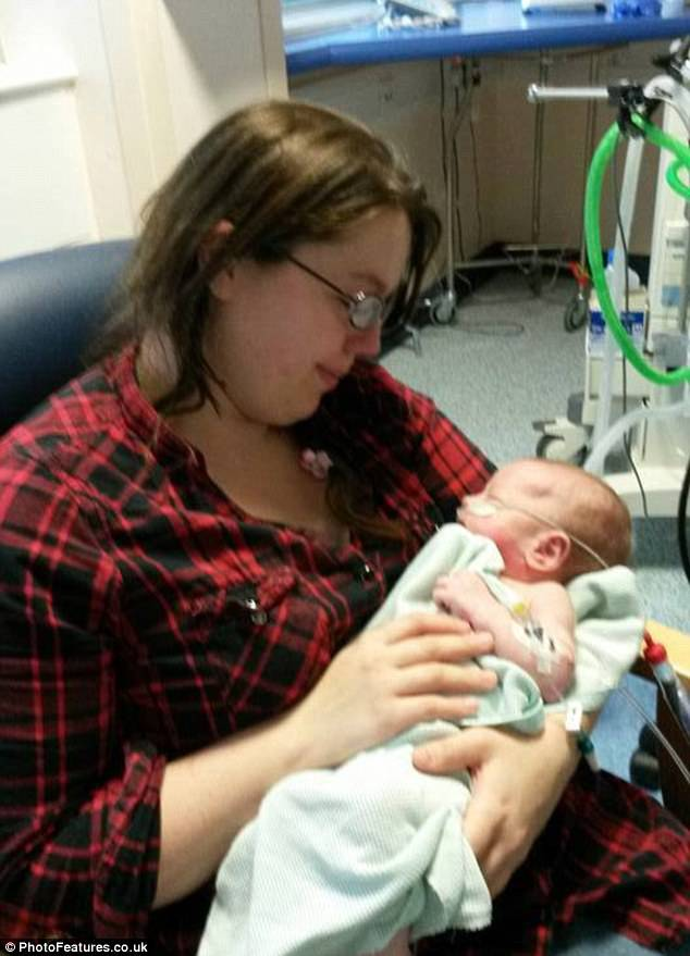 3aa8002400000578-3961136-kristy_pictured_with_louis_in_hospital_last_year_said_it_was_awf-m-70_1479830623077