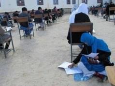 mamma allatta durante un esame