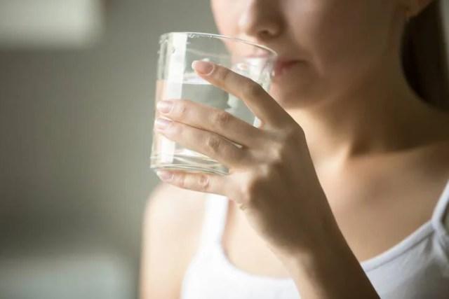 bere acqua per evitare disidratazione