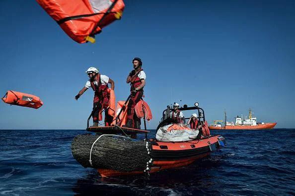 Barcone naufraga al largo della Libia. Muoiono tre bambini