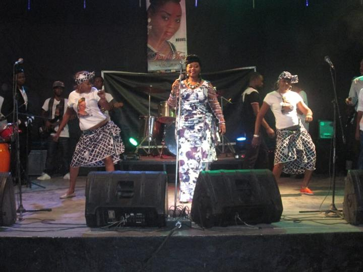 Faya Tess en concert à Kinshasa en 2015