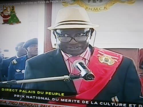 Papa Noël Nedule Prononçant un discours au nom de tous les artistes lors de la remise des médailles du «Prix National de Mérite de la Culture et des Arts »