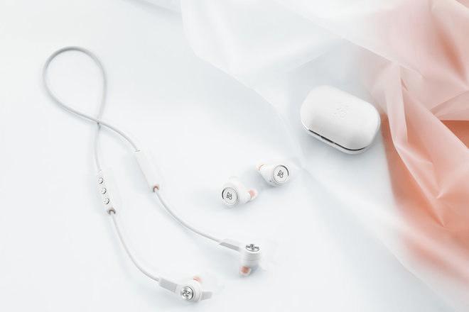Bang & Olufsen -E8 and E6 wireless earphones