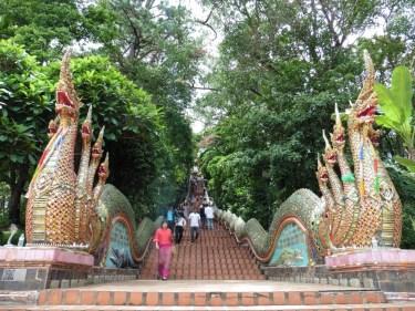 Escaleras hacia el Wat Phrathat Doi Suthep