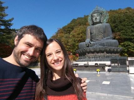 Gran Buda de bronce en el parque de Seoraksan