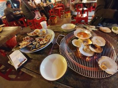 Barbacoa de moluscos, típica en Jeongdongjin
