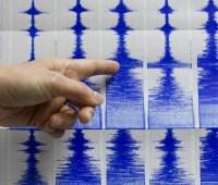 В результате землетрясения в Японии пострадали два человека