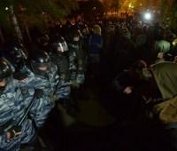 В Екатеринбурге продолжились столкновения из-за храма