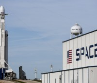 SpaceX с третьего раза запустила ракету Falcon 9 с 60 спутниками