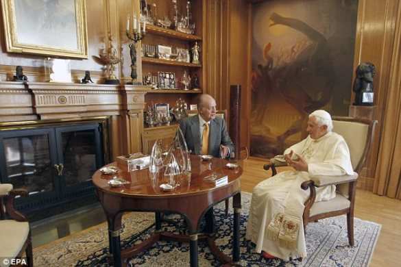 King Juan Carlos meets with Pope Benedict in his office, 2011. source: Daily Mail/EPA