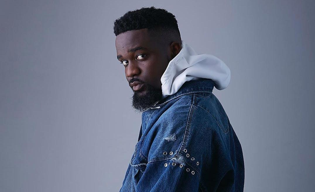 "Sarkodie Leads Azonto Resurgence with ""Hooki Me"" ft Tulenkey"