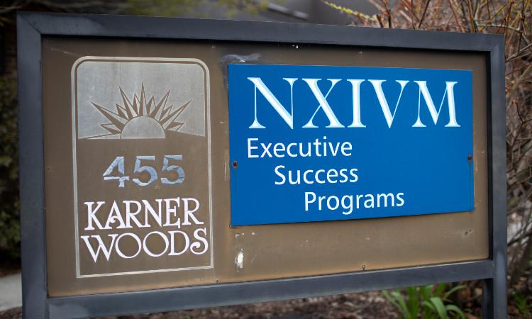 Keith Raniere, líder de NXIVM, recibe sentencia final; ¿cuánto tiempo  estará en la cárcel? - Uno TV