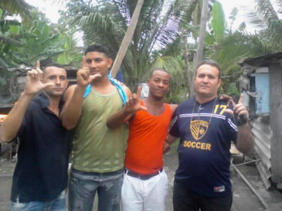 Ramón Bolaño, en Mella, con tres nuevos jóvenes activistas de la UNPACU