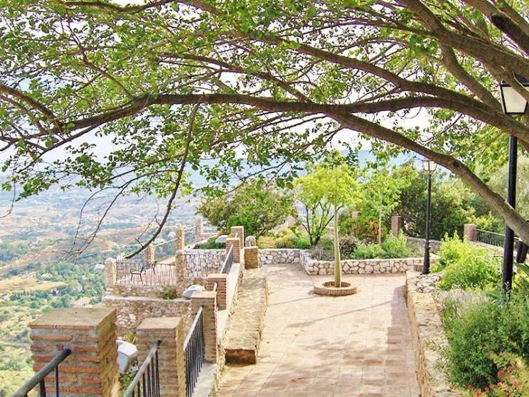mijas-pueblo_jardines_muralla2