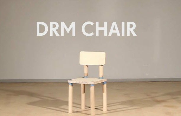 Una silla con DRM