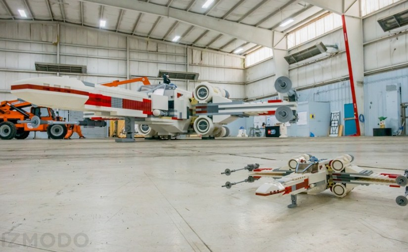 Un X-Wing a escala real hecho con legos