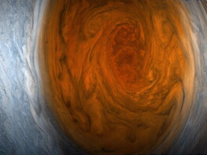 Juno, nuevas fotografias de la gran mancha roja de Jupiter