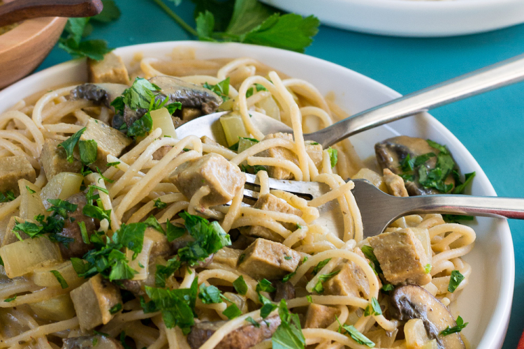 Creamy Pasta with Turk'y & Mushrooms. Oil-free.