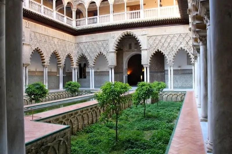 Premier patio du Palais