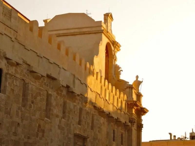 Lumière du couchant sur l'église Santa Lucia
