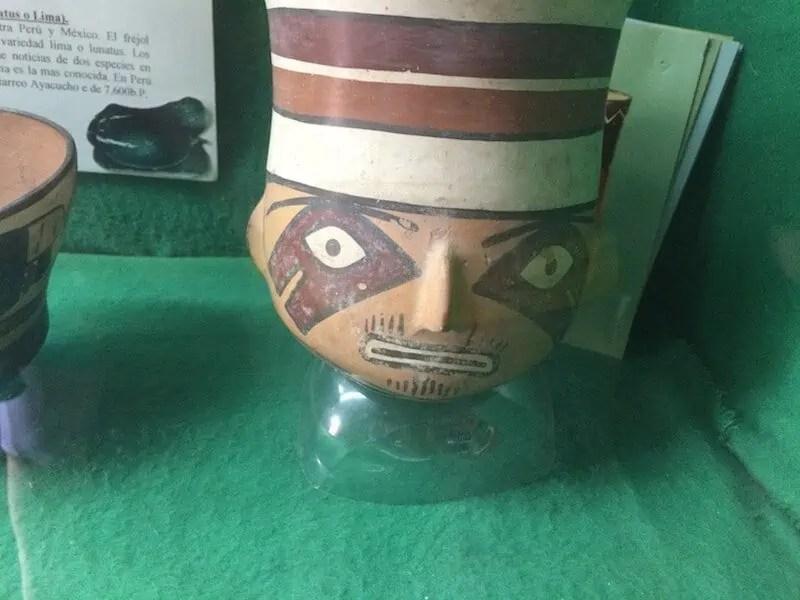 Poterie Nazca à pilosité faciale