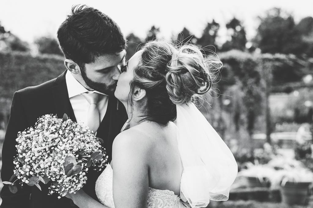 Wedding Photographer Newcastle Kisses at Alnwick Gardens